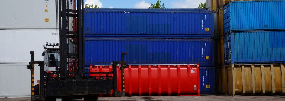 Containers van KC Trading